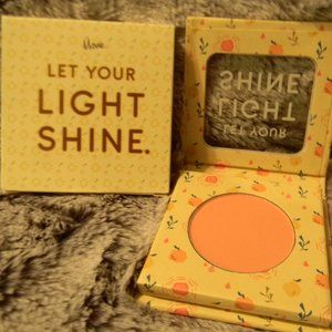 """""""The Motto"""" Blush in 'Let Your Light Shine'"""